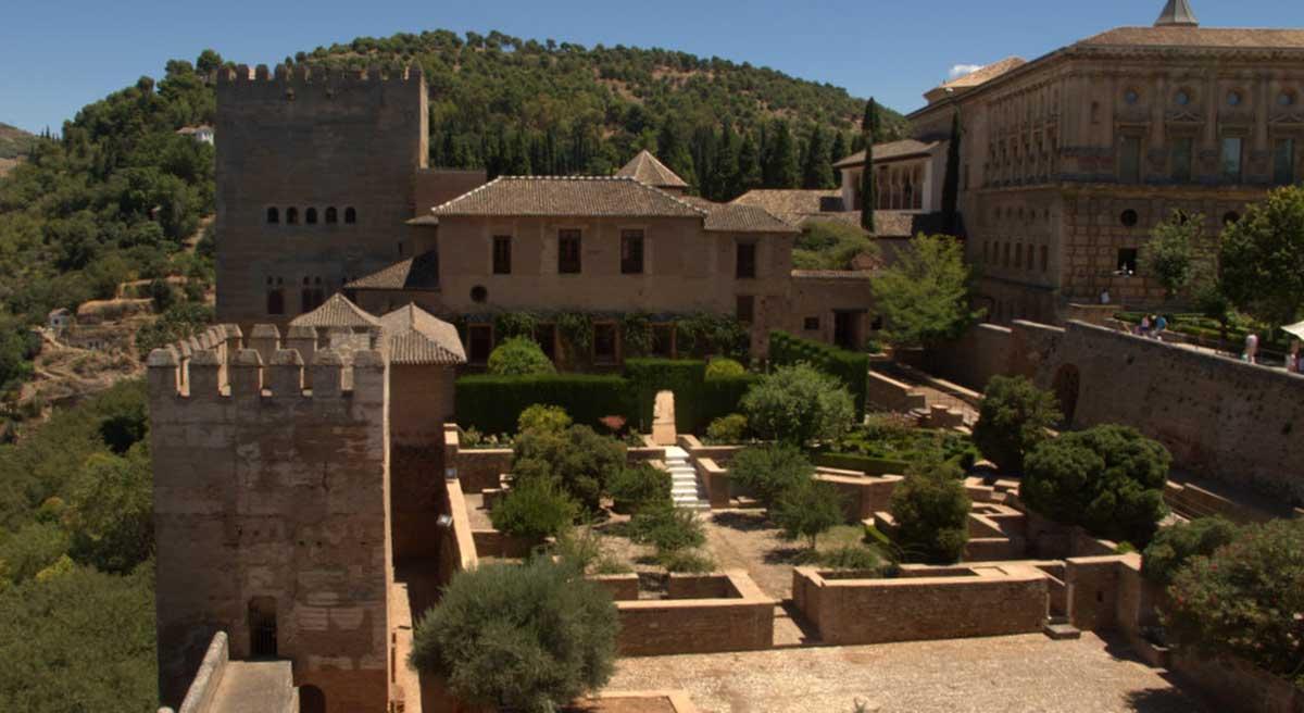 Alhambra de Granada: Acceso a Palacio Mexuar por patio de Machuca