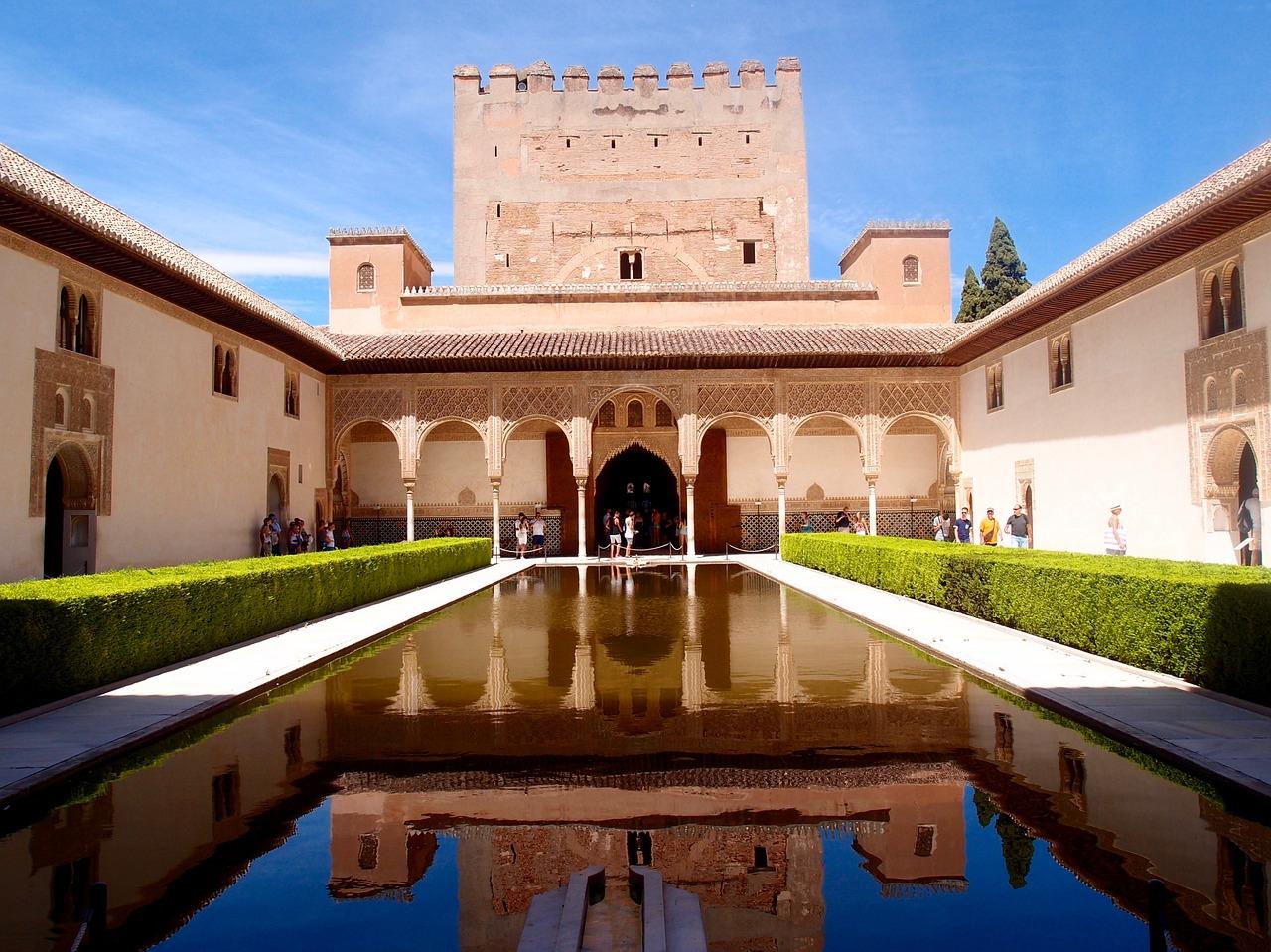 Alhambra de Granada: Patio de Arrayanes del Palacio de Comares.