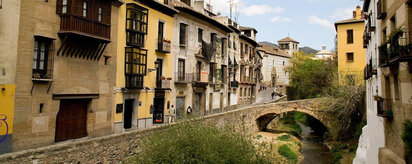 26 visitas obligatorias que ver en el Barrio Albayzu00edn de Granada.