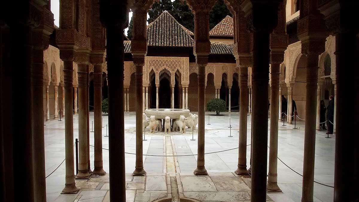 Alhambra de Granada: Patio de los leones.