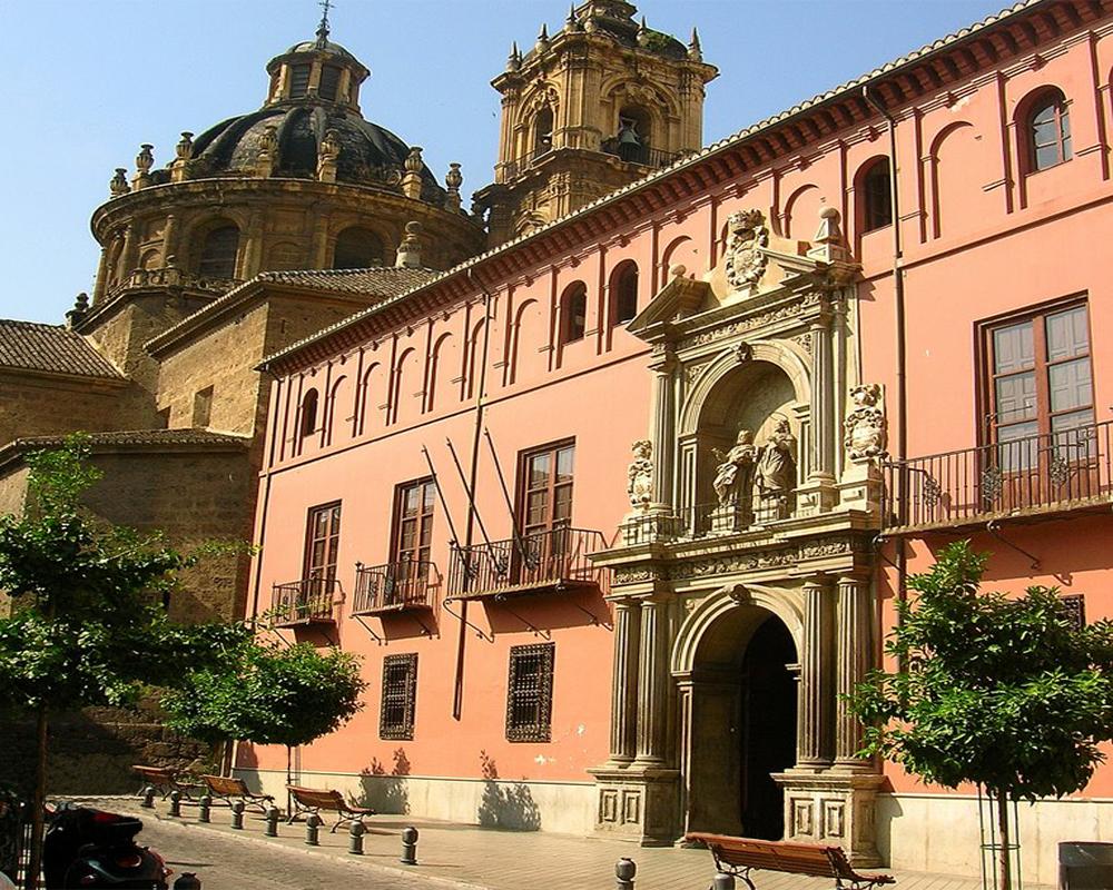 Puerta Elvira: Colegio-de-San-Bartolomé-y-Santiago.
