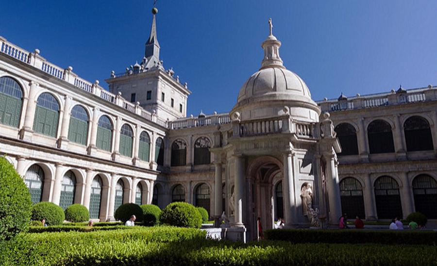 Patio de los Evangelistas: Real Monasterio de San Lorenzo del Escorial