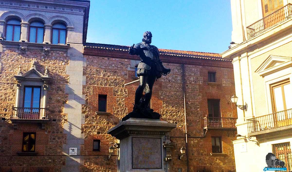 Ruta: Que ver en el Madrid de los Austrias. / Estatua de Alvaro de Bazán