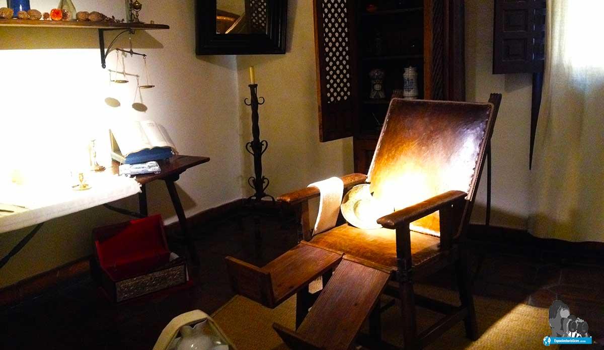 Ruta: Que ver en el museo casa natal de Cervantes / Botica.