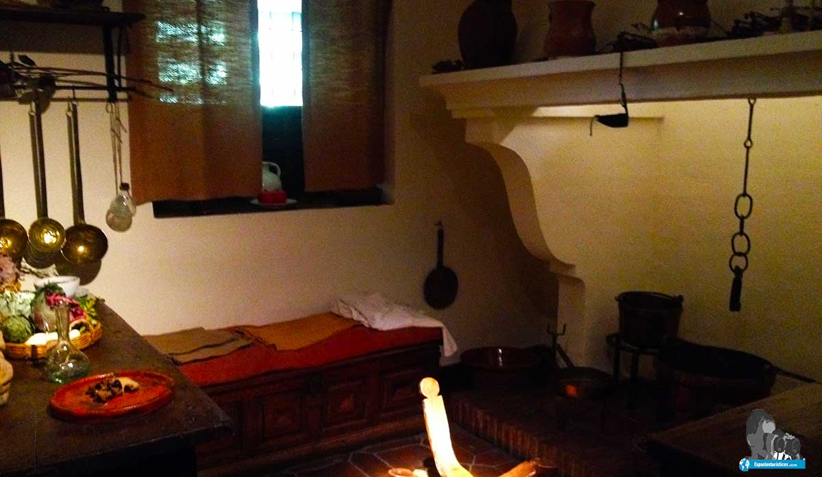 Ruta: Que ver en el museo casa natal de Cervantes / Cocina.