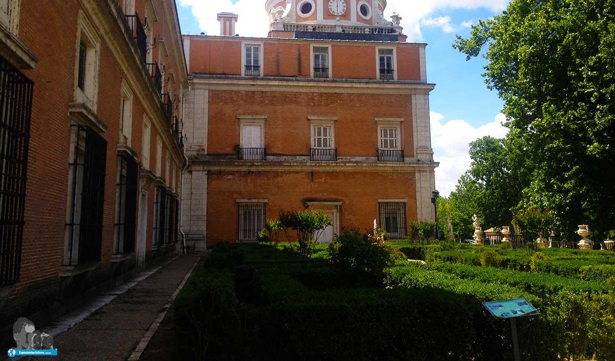 Que ver en el palacio real de aranjuez horarios for Jardines de aranjuez horario