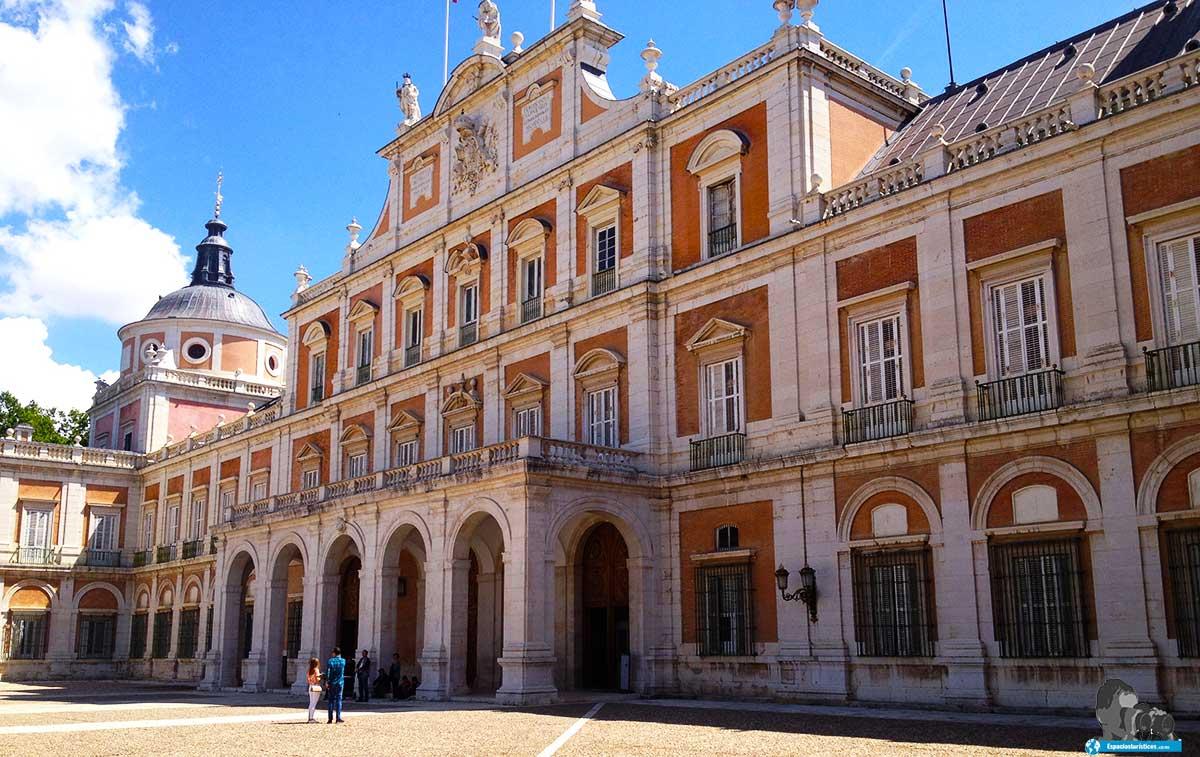 Ruta: Que ver en el Palacio Real de Aranjuez. / Fachada acceso Palacio