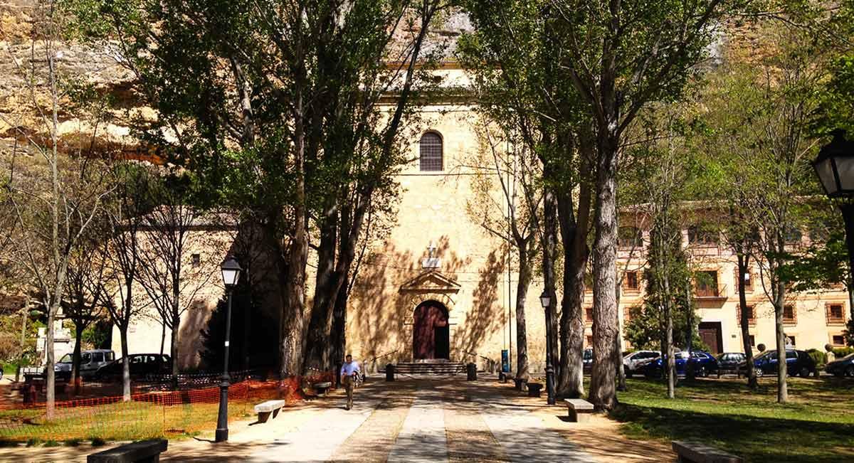 Fachada principal del Santuario de la Fuencisla de Segovia