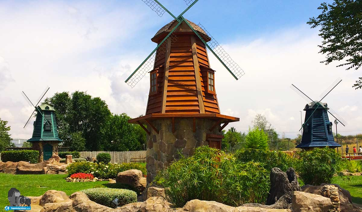 Ruta: Que ver en Parque Europa. / Molinos Holandeses.
