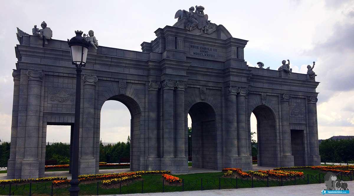 """Ruta: Que ver en Parque Europa. / Puerta de Alcalá."""