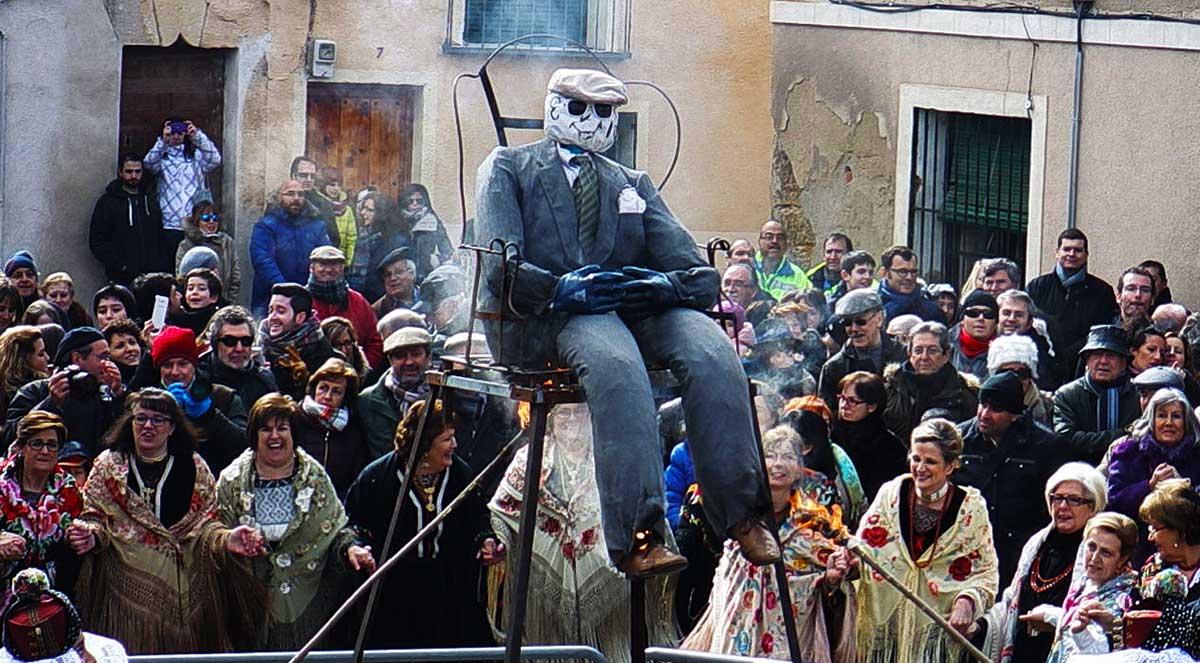 quema del Pelele en la Fiesta de las Alcaldesas.