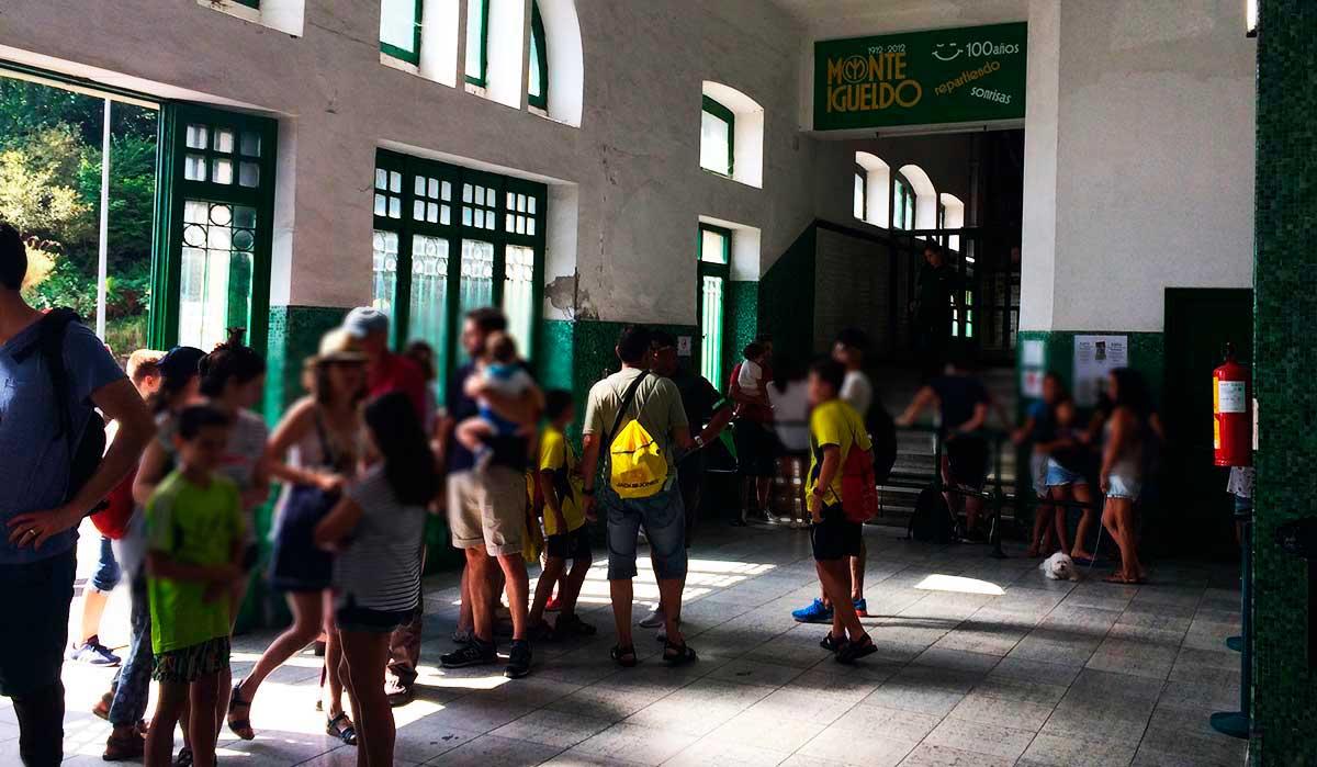 """""""Ruta: Que ver en Monte Igueldo. / Acceso de entrada a Funicular."""""""