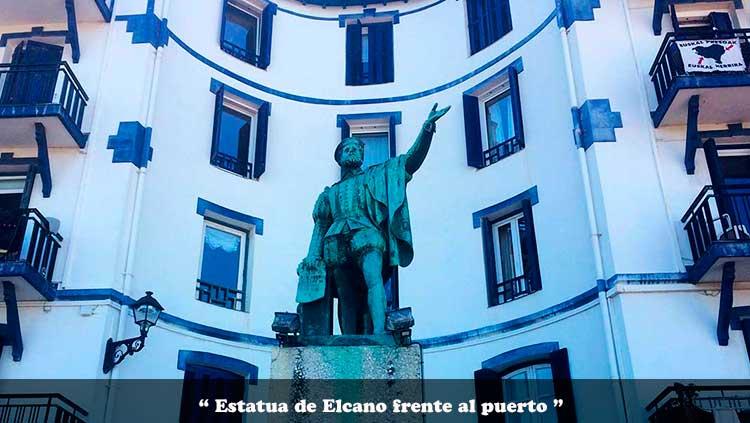 Estatua de Elcano frente al puerto pesquero de Getaria