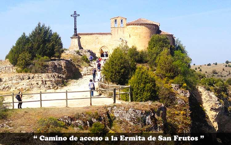 Camino de acceso tras el puente para llegar a la Ermita de San Frutos.
