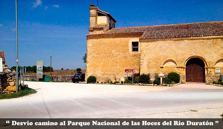 Desvío para coger el camino de la Ermita de San Frutos en el Parque Nacional de las Hoces del Río Duratón