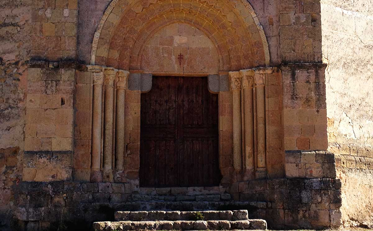 Acceso sur de la Iglesia vera cruz de segovia