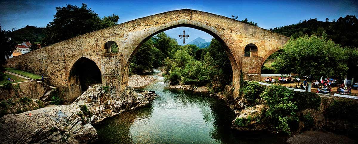 Ruta: Que ver en Cangas de Onís. / Puente Romano.