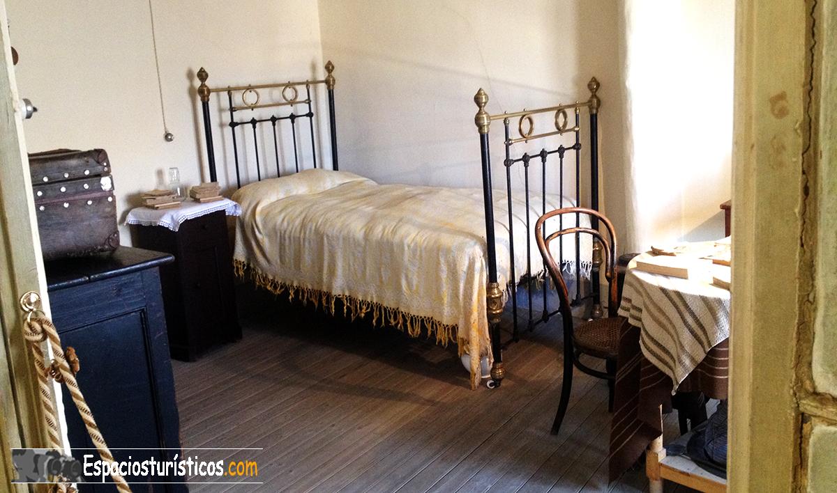 """""""Habitación de Antonio Machado durante su estancia en Segovia."""""""