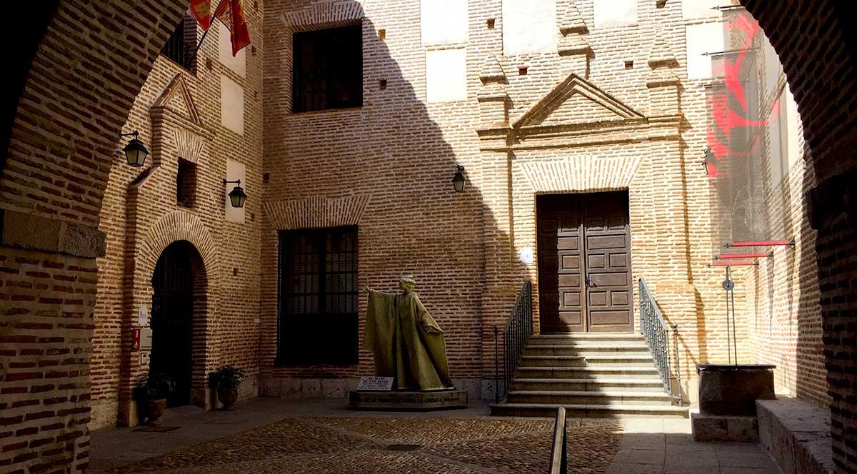 Acceso al Palacio Real Testamentario
