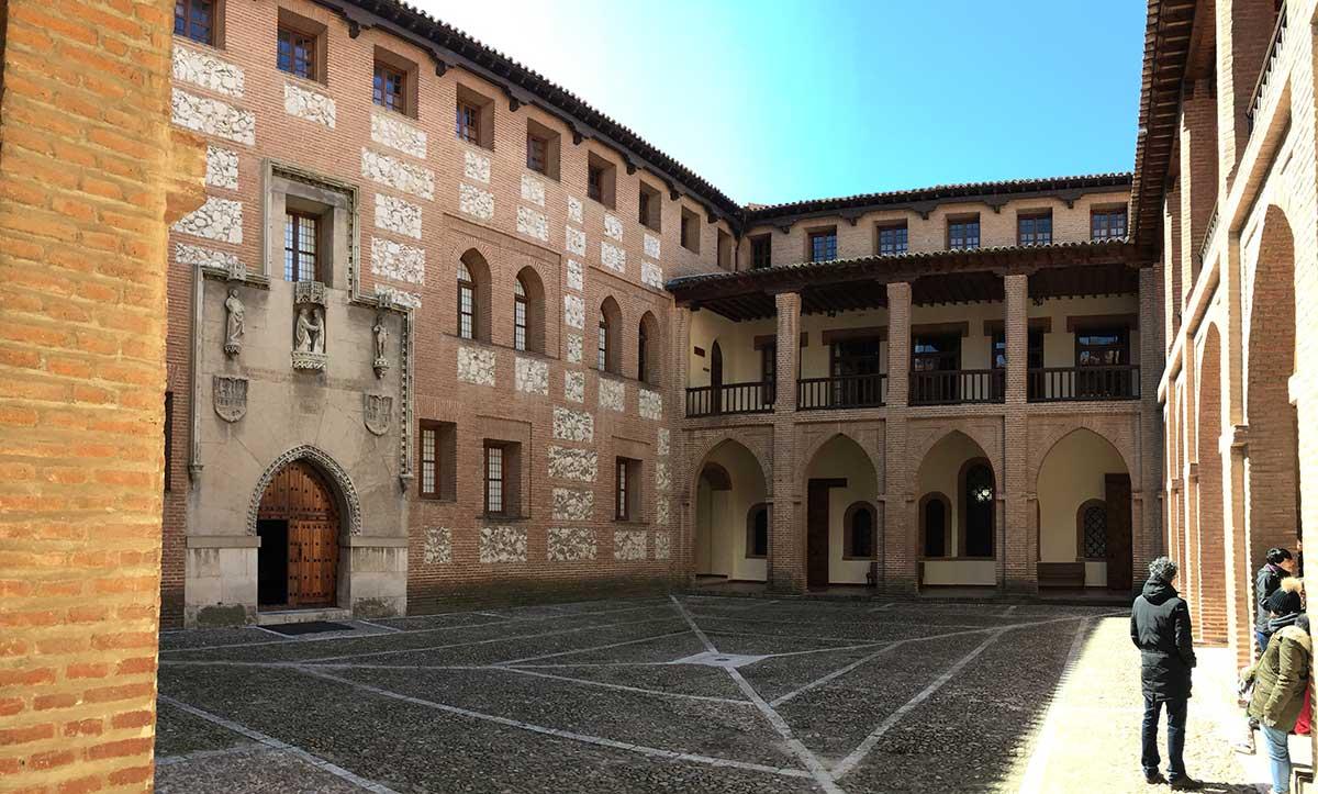 Patio de Armas del Castillo de la Mota