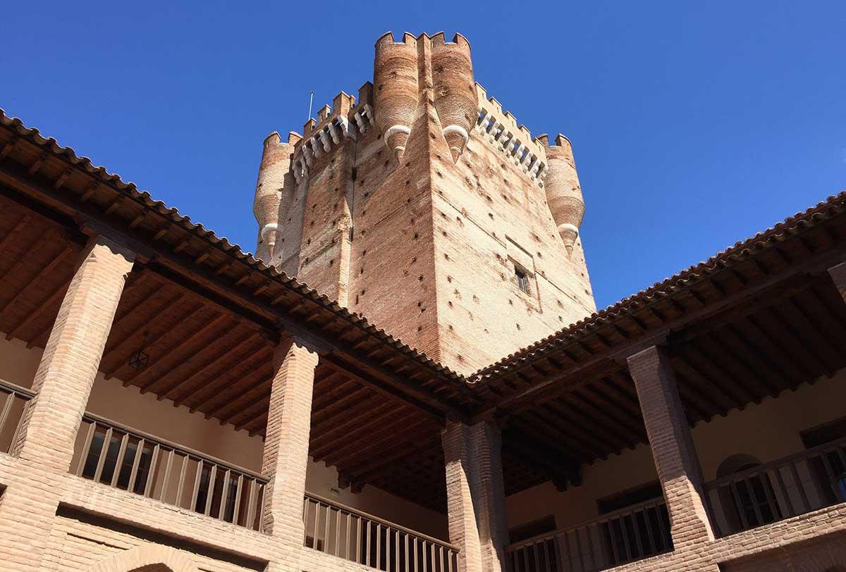 Torre de Homenaje vista desde el patio interior del Castillo