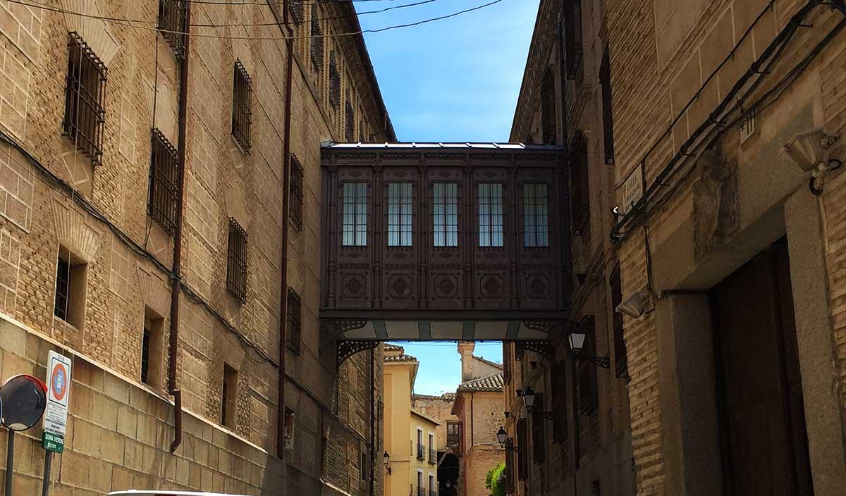 Pasadizo entre edificios del Colegio de Doncellas Nobles de Toledo