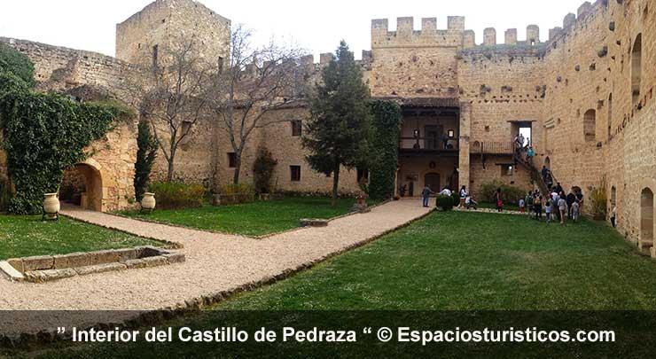 patio interior del Castillo de Pedraza en la Provincia de Segovia