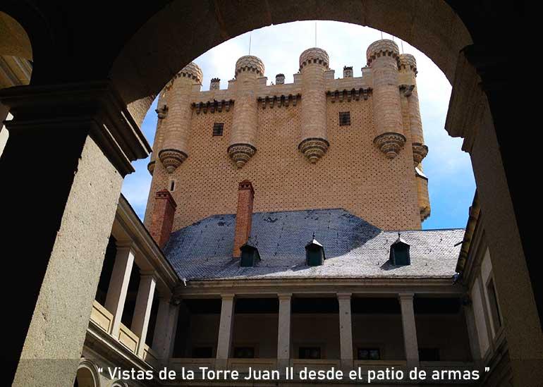patio de armas del alcázar de Segovia