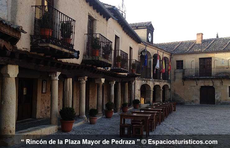 Plaza Mayor de Pedraza en la provincia de Segovia