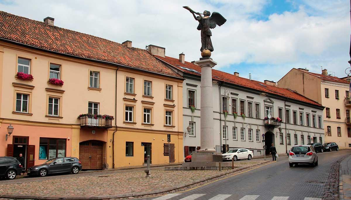 plaza principal del ángel de Vilnius