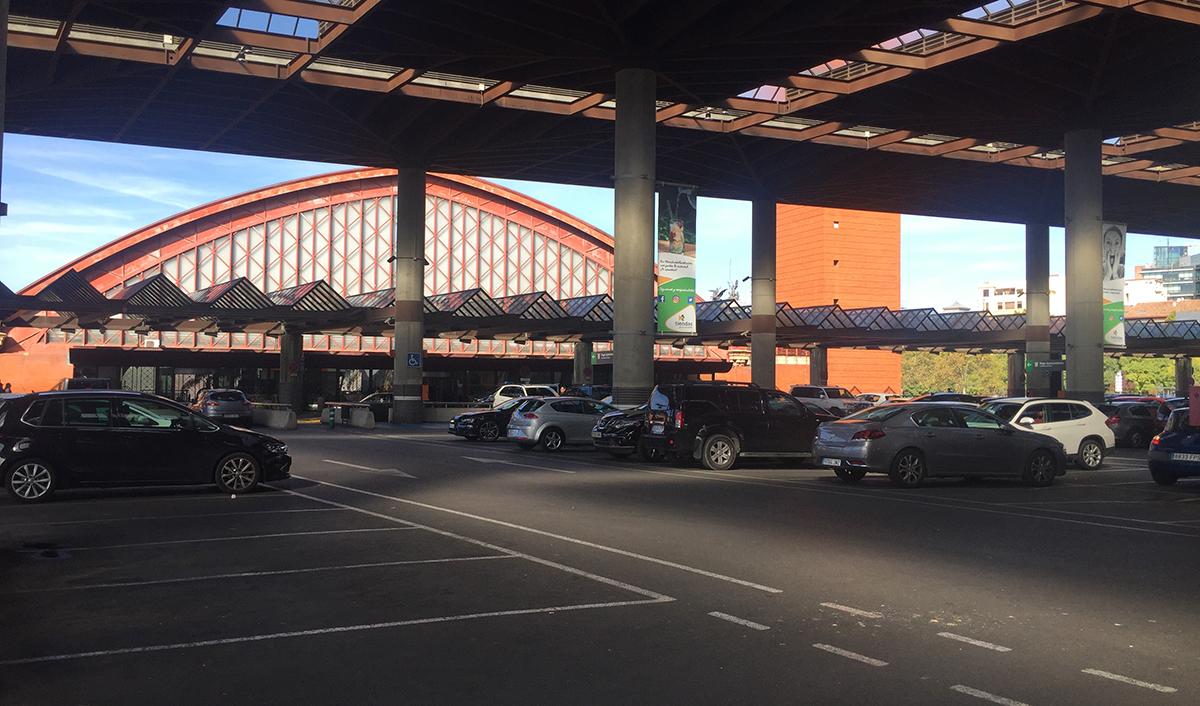 Aparcamiento de superficie techado de la Estación de Atocha de Madrid