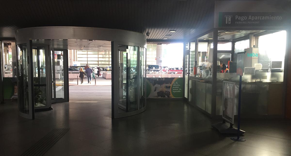 Cabina de pago del aparcamiento Estación de Atocha de Madrid