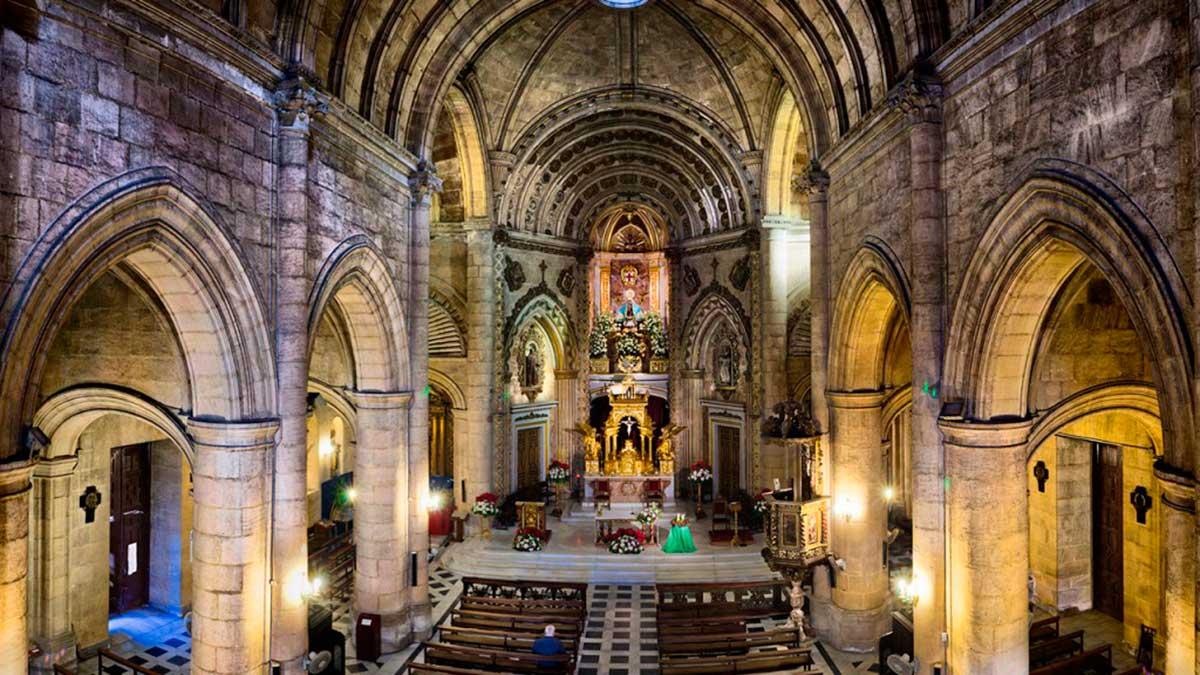 Interior de la Iglesia Santuario de la Virgen del Mar de Almeria