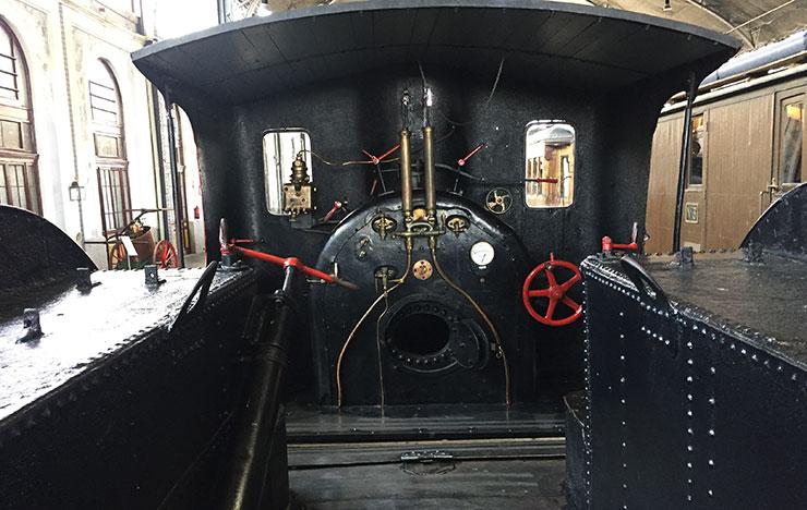 """"""" Interior locomotora de vapor  El Alagón """"© Espaciosturisticos.com"""
