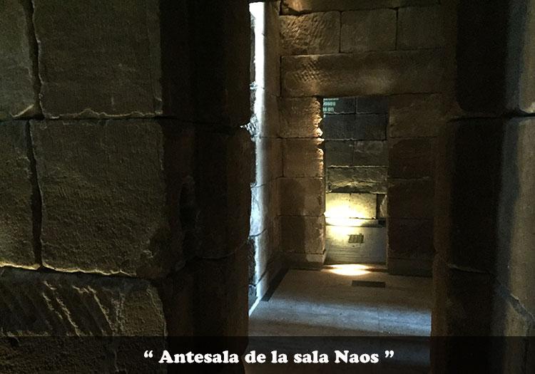 Antesala de la sala Naos del Templo de Debod
