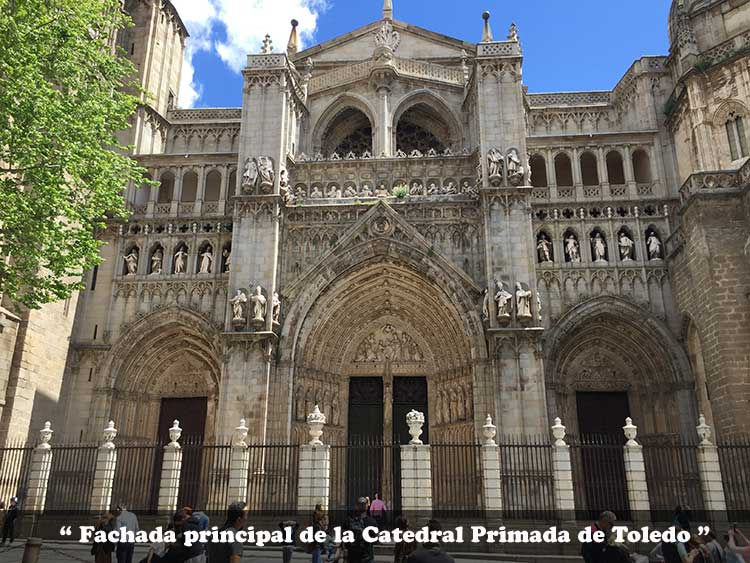 fachada principal de la Catedral de Toledo con las puertas del perdón, la Torre y del Juicio Final.