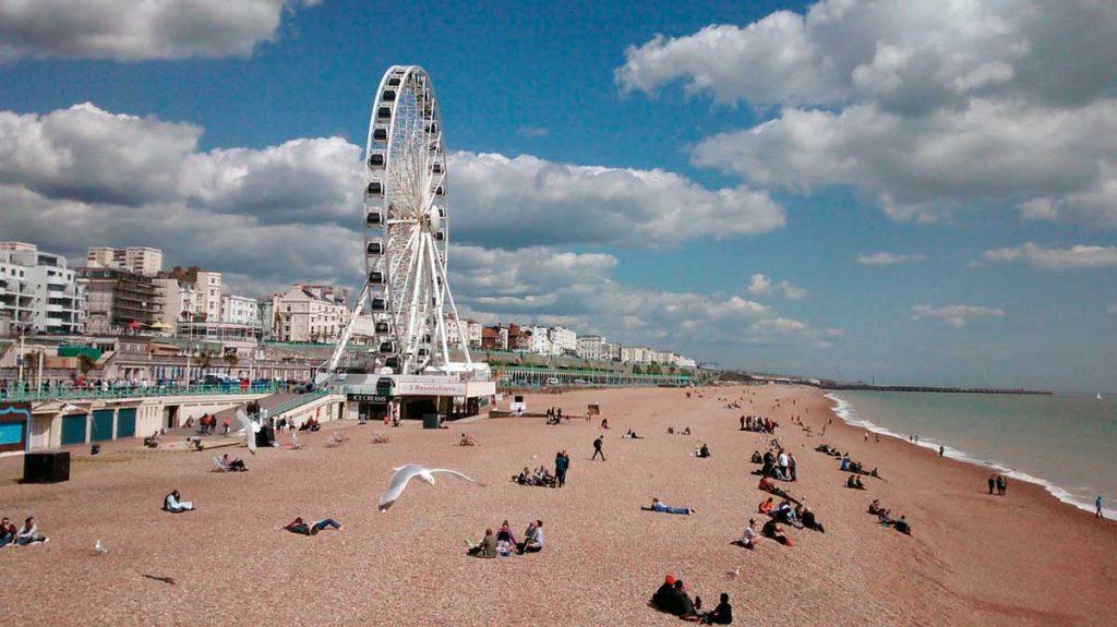 La imagen tiene un atributo ALT vacío; su nombre de archivo es Brighton_playa-1024x575.jpg