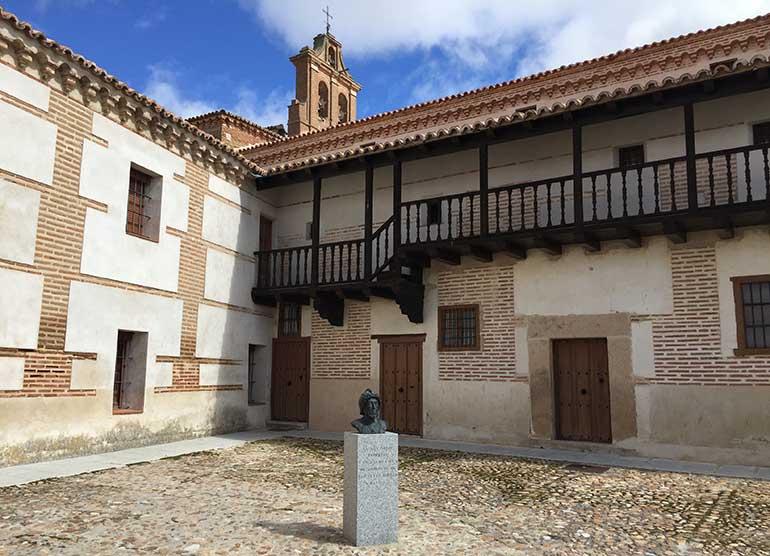 Patio exterior del Monasterio de Nuestra Señora de Gracia