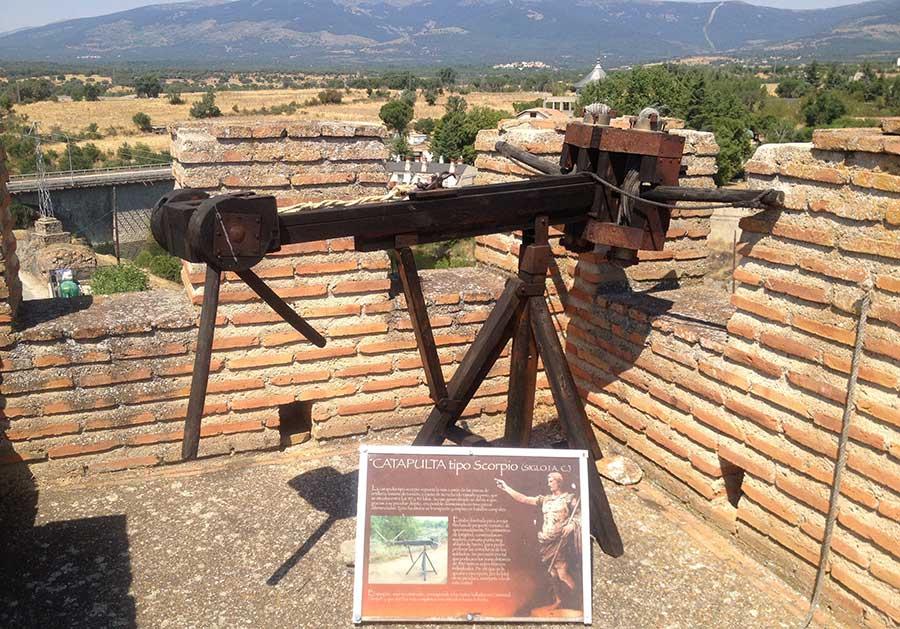 Maquina de asedio expuesta en el museo al aire libre de Buitrago del Lozoya (Comunidad de Madrid)