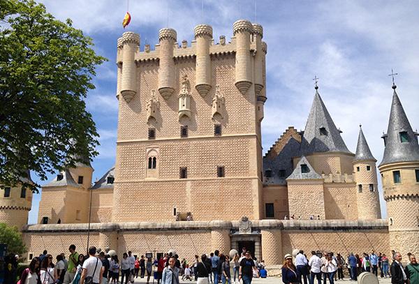 Acceso principal del Alcázar de Segovia