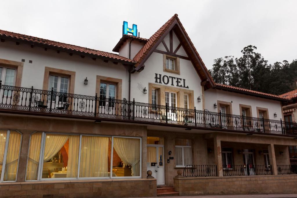 HOTEL LA TERRAZA DE PUENTE VIESGO